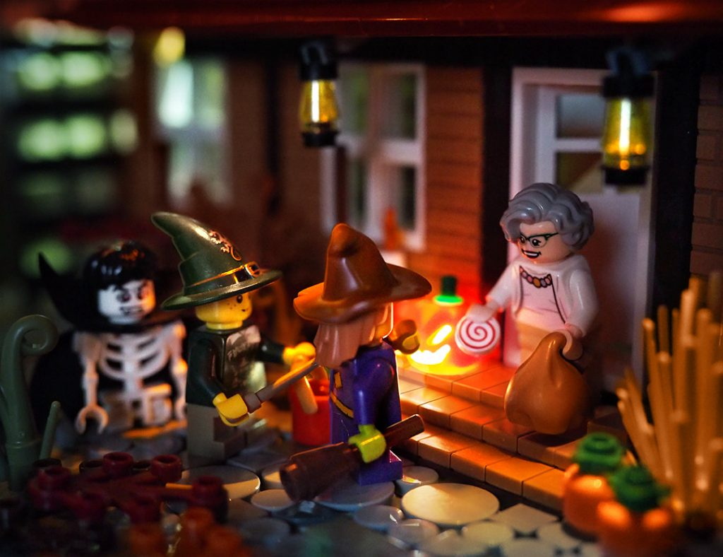 lego-halloween-build-1